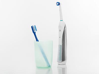 Oakridge Smiles - Manual vs. Electric Toothbrushes